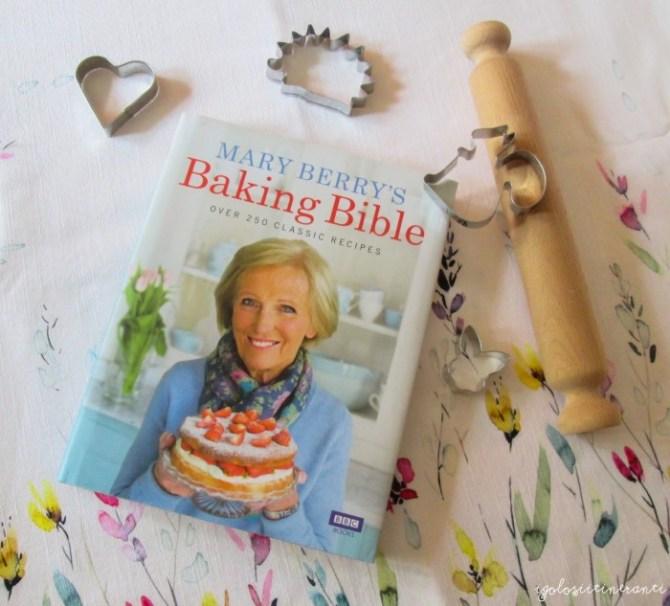 "Libro di ricette dolci ""Baking bible"" di Mary Berry"