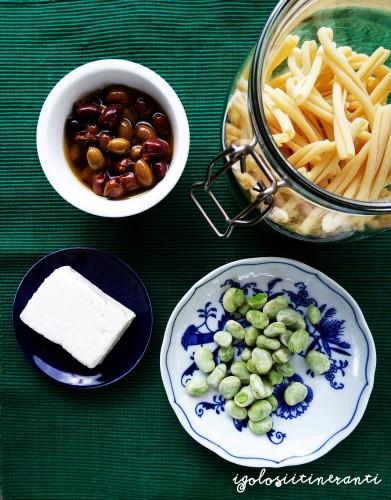 Pasta olive taggiasche, feta, fave fresche