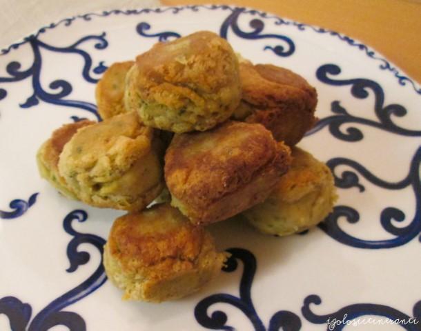Piatto di falafel, le tipiche polpette mediorientali a base di ceci, aglio e coriandolo