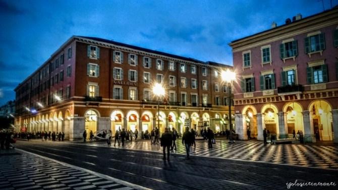 Place Masséna di sera a Nizza