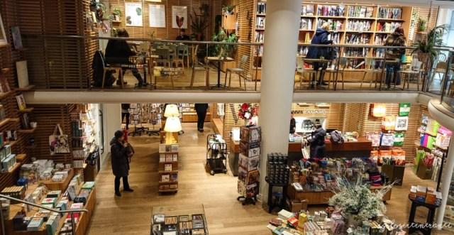 Libreria Waterstones a Londra