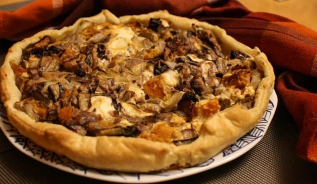 Torta salata invernale con zucca, radicchio, indivia e noci
