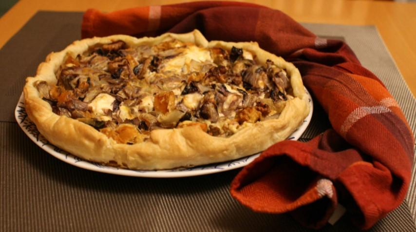 Torta salata invernale con radicchio, indivia e zucca