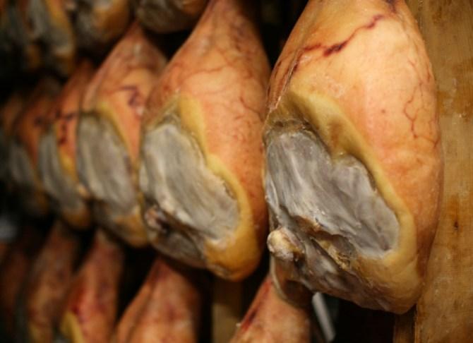 Prosciuttificio Conti, produzione Prosciutto di Parma a Langhirano