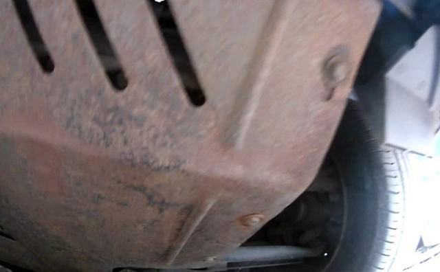 Снимаем защиту двигателя Киа Соул