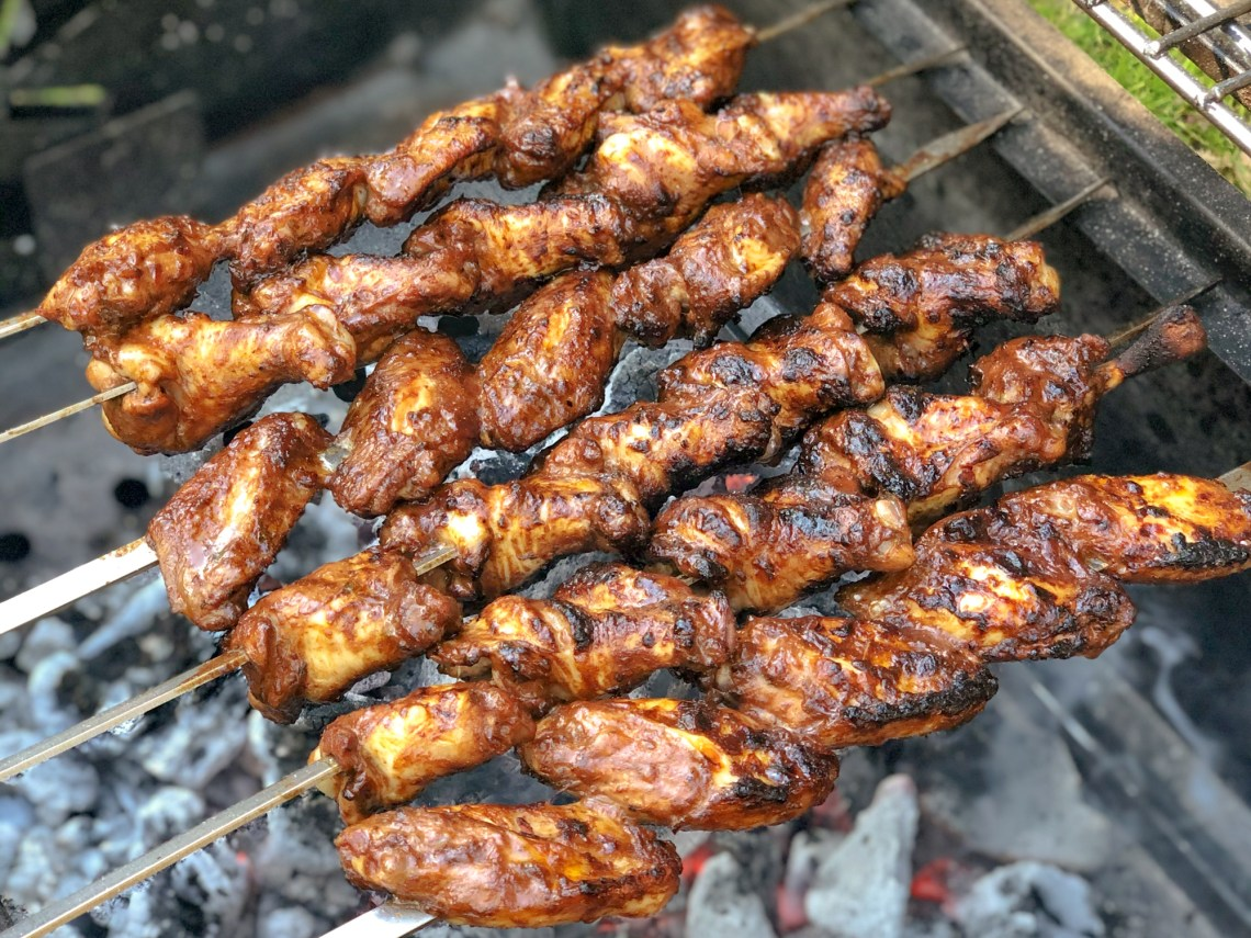 Spring is in full swing and so I experimented a bit in the kitchen and created a marinade for my sticky BBQ chicken wings. They're full of flavour, with a hint of sourness and fall-off-the-bone tender!