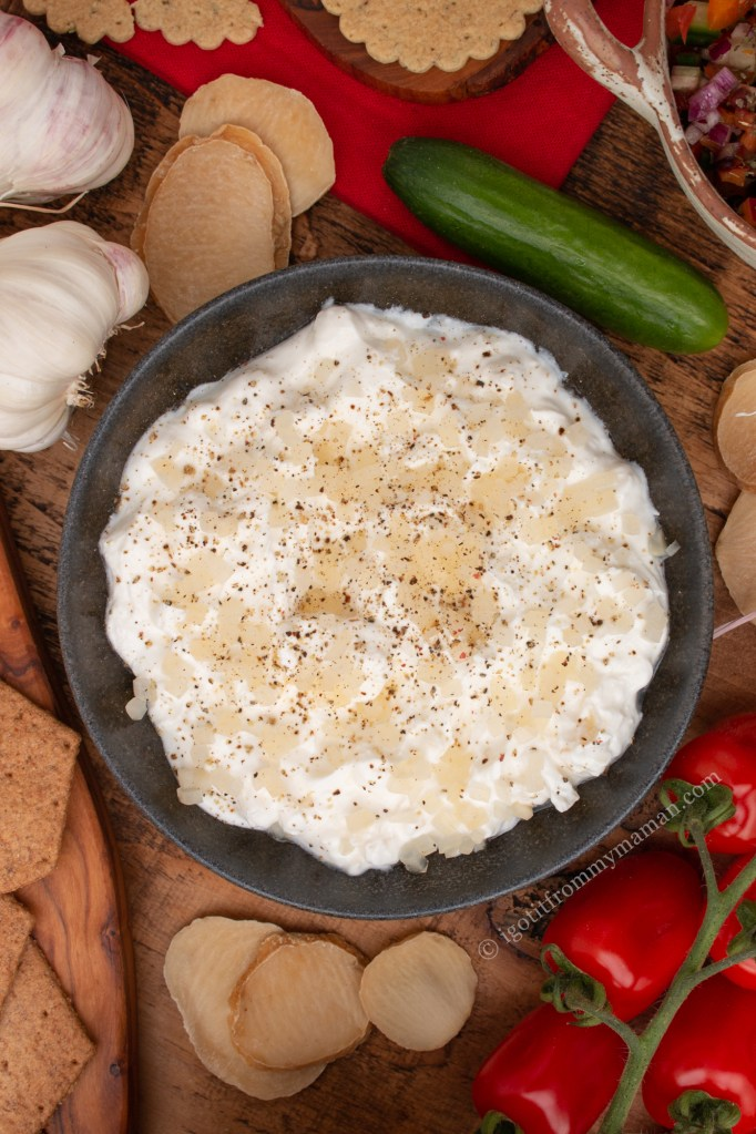 Mast-e Moosir Recipe | Persian Solo Garlic Yoghurt Dip   Mast o Mosir is a delicious Persian yogurt dip. Solo garlic has a mild, nutty flavour, making this dip so tasty and smooth.  igotitfrommymaman.com #persianrecipes #persianfood