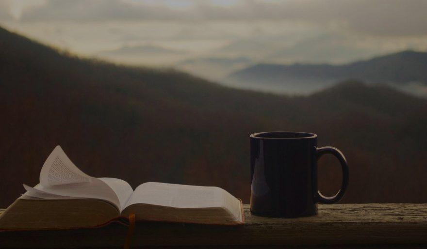 Bíblia e Xícara