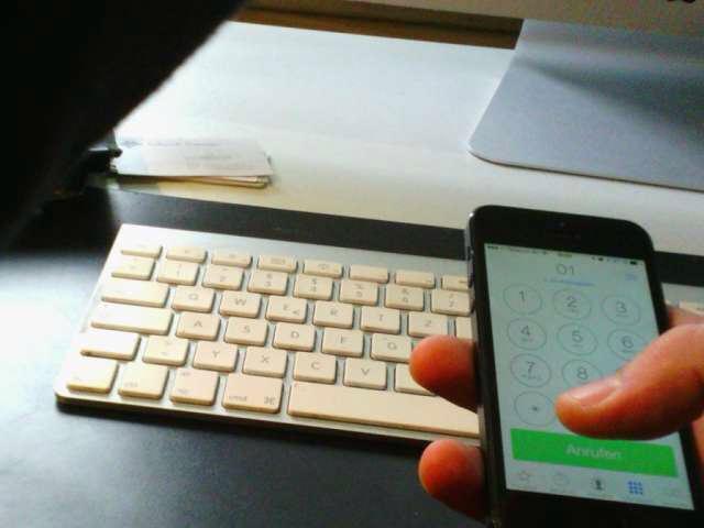 iPhone über Tastatur