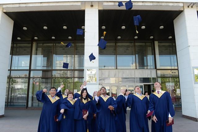 Вручение дипломов выпускникам МВА