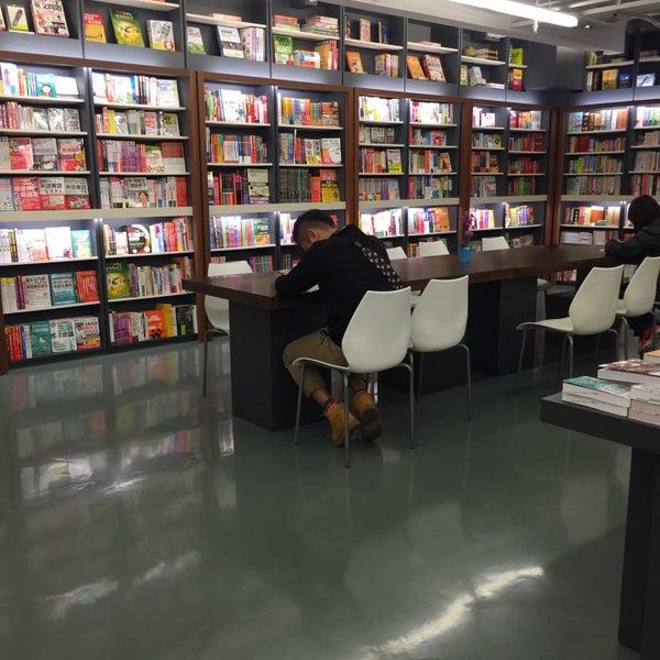 何嘉仁書局 - College Bookstore in Taipei