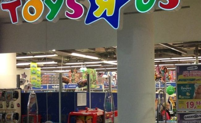 Toys R Us Toy Game Store In Berlin