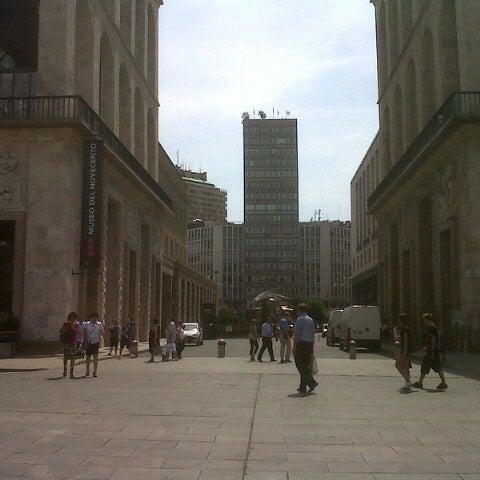 Piazza Armando Diaz  Plaza en Milano