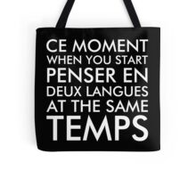 Thinking in French and English Tote Bags. Ce moment when you start penser en deux langues at the same temps. Funny French and English language. White text / font.