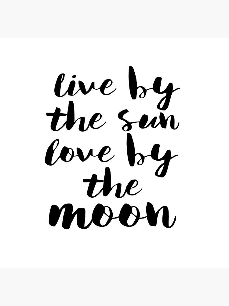 tote bag affiche minimaliste noir et blanc live par le soleil amour par la lune impression d ete typographie wall art citation d amour impression d amour citation de plage par nathanmoore