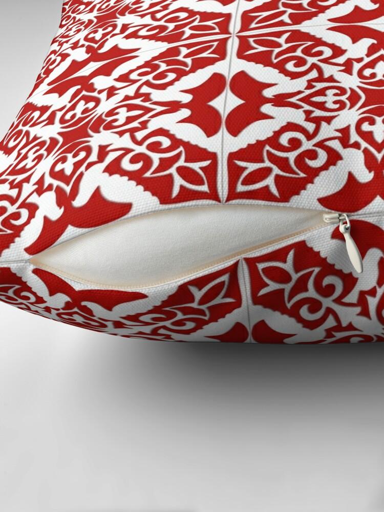 coussin carrelage marocain rouge fonce et blanc par marymarice redbubble