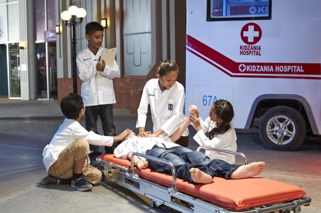 kz-mumbai_kids-role-playing-as-paramedics