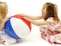 Ситуация на детской  площадке: у ребенка отняли игрушку. Как реагировать.