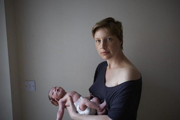 мама и ребенок в первый день после родов