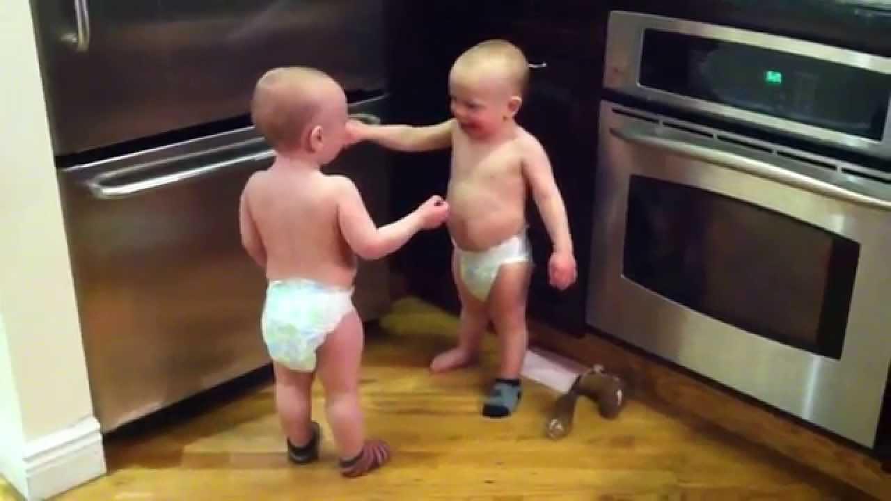 Разговор двух близнецов. Всегда приятно поговорить с умным человеком.