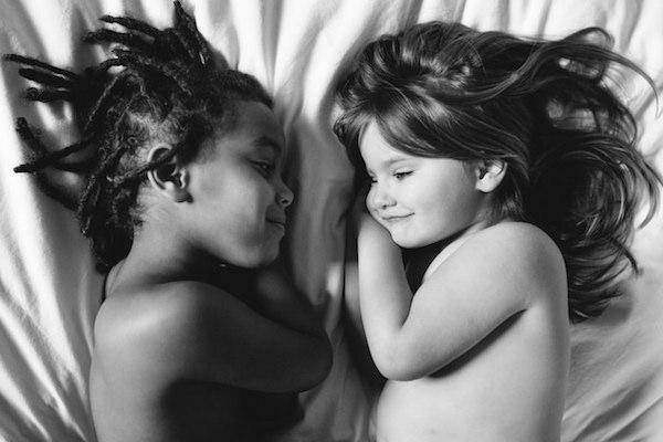 схожесть между приемной и родной дочерями