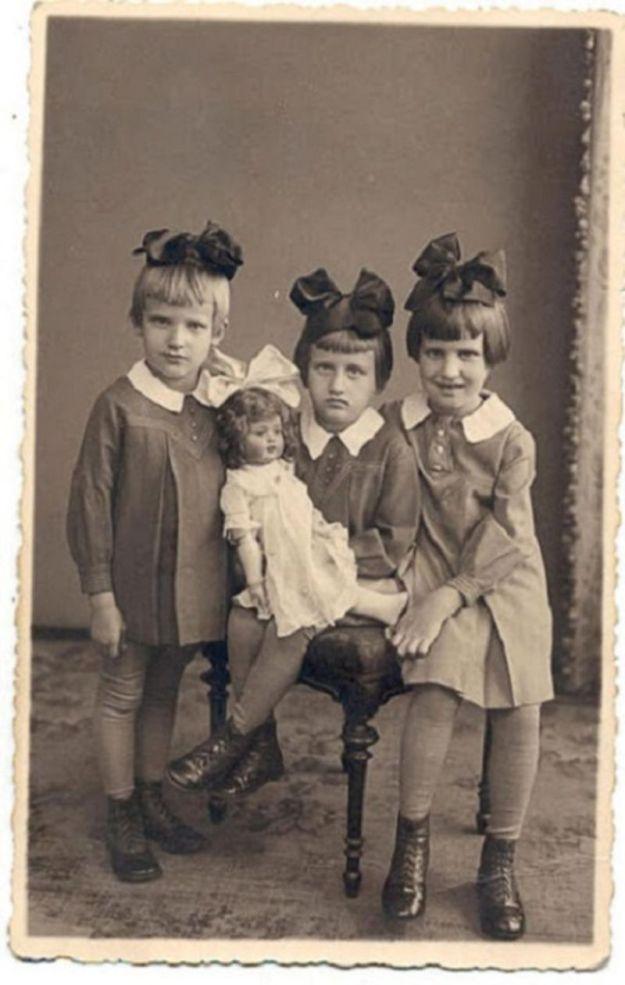 Сестрички с бантами, Латвия, 1937 год