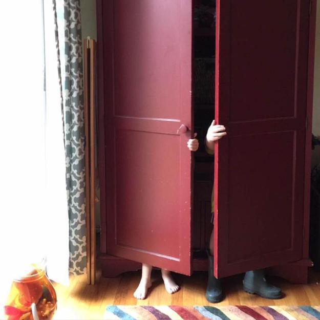 дети в шкафу