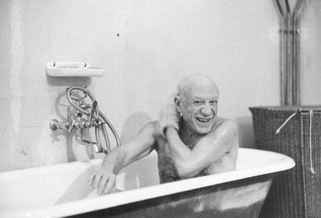 Пабло Пикассо в ванне, фото Дэвиса Дугласа, близкого друга и единственного его фотолетописца.