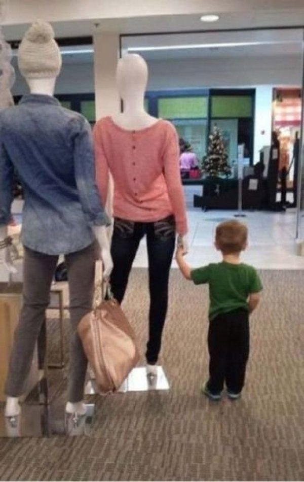 ребенка взяли на шопинг