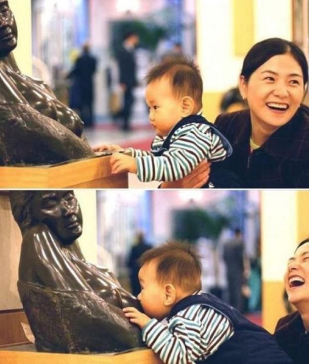 ребенок и памятник женщине