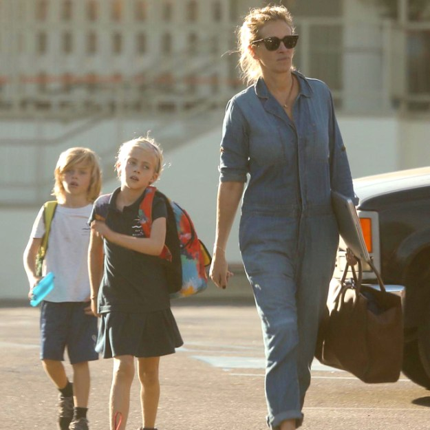 Julia Roberts in Denim Jumper Brings Lanterns For Kid's School Play
