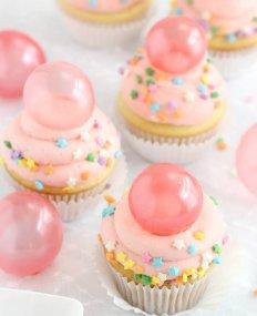 Новый способ украшения кексов и тортов. Гениально и очень красиво!