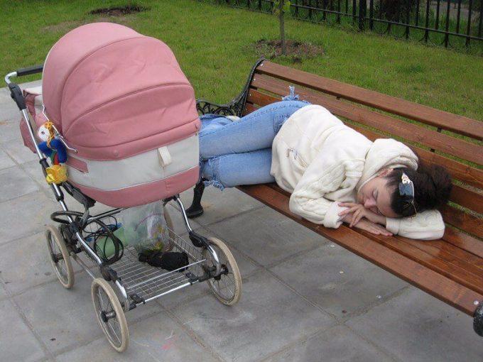 мама спит