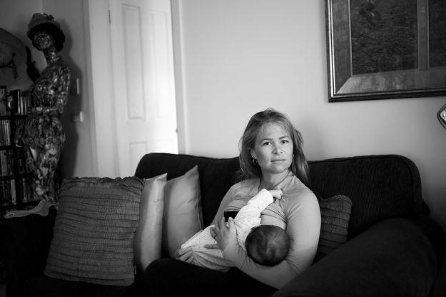 tired-of-staged-breastfeeding-photos-i-started-shooting-it-in-all-its-beautiful-messiness-13__880