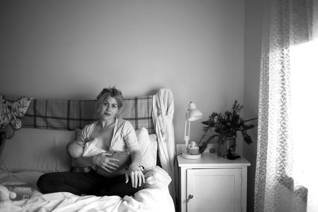 tired-of-staged-breastfeeding-photos-i-started-shooting-it-in-all-its-beautiful-messiness-16__880