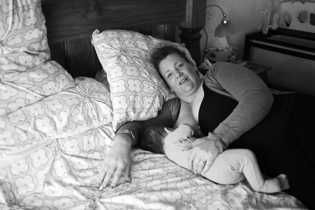 tired-of-staged-breastfeeding-photos-i-started-shooting-it-in-all-its-beautiful-messiness-18__880