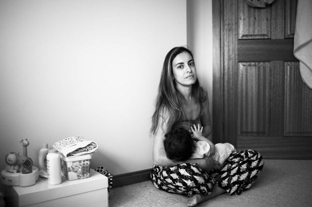 tired-of-staged-breastfeeding-photos-i-started-shooting-it-in-all-its-beautiful-messiness-20__880