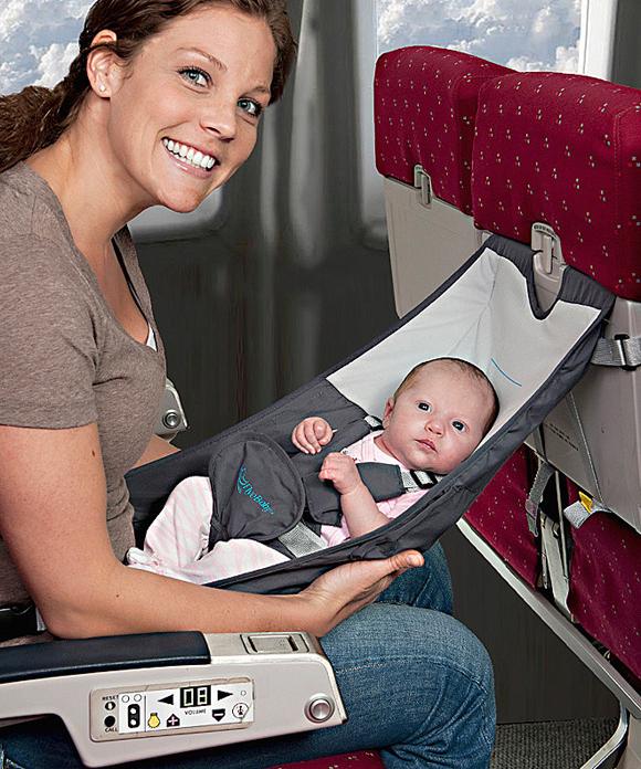 Для мам, которые любят путешествовать изобрели вот такие гамаки для деток
