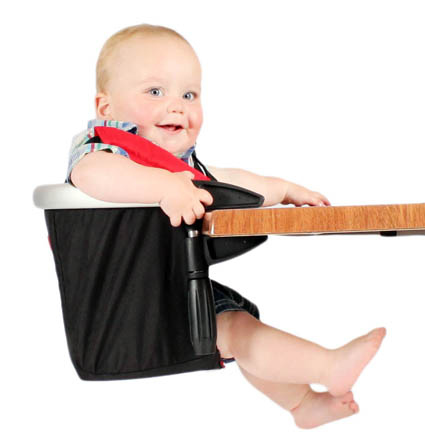 На смену громоздким детским стульчикам уже приходят вот такие компактные сидения, которые очень легко крепятся к любым столам. Очень удобно брать с собой в дорогу!