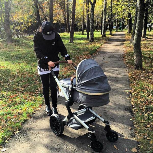 Виктория Дайнеко и Дмитрий Клейман тоже впервые стали родителями в прошедшем году. Но имя малыша пара скрывает2