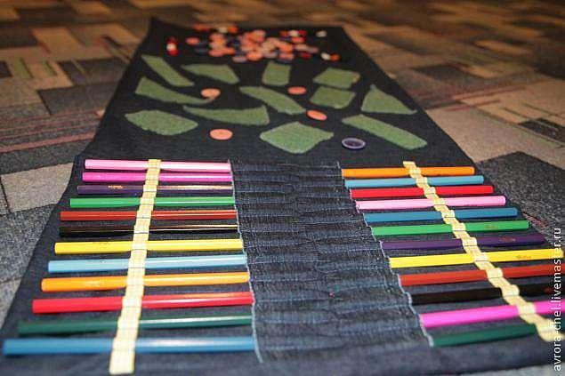 массажный коврик из карандашей