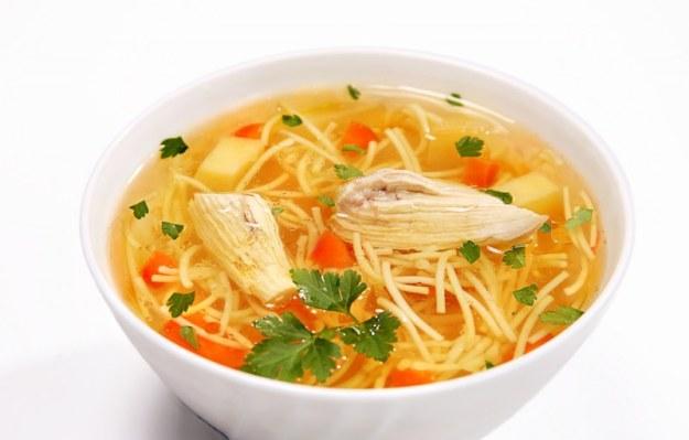 Если вы пересолили суп, добавьте в него больше картофеля - он втянет в себя лишнюю соль