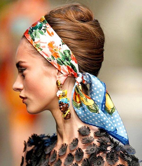 Платок завязанный широкой полосой на волосах связанных в стиле 60-х - универсальный вариант