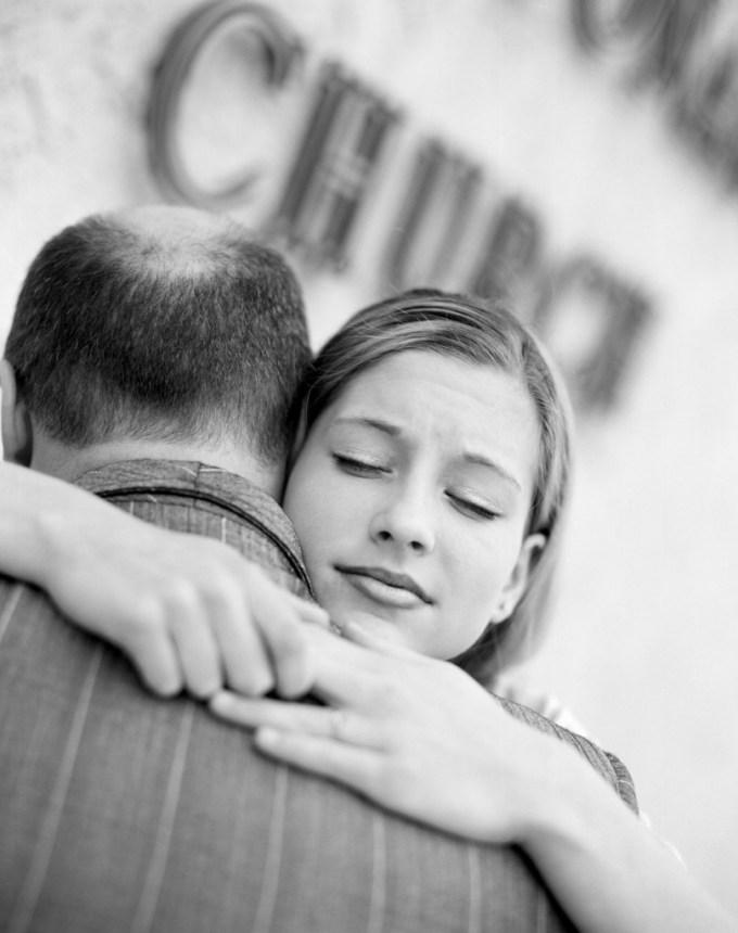 отец и взрослая дочь