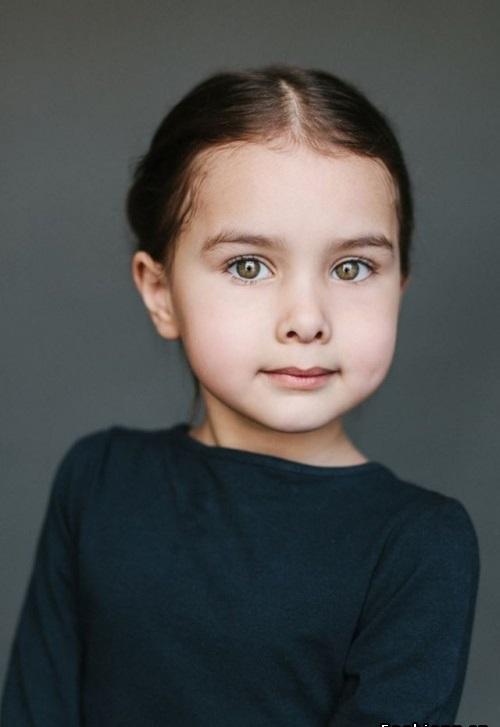 папа - русский, мама - татарка(узбечка) Алиса, 5 лет