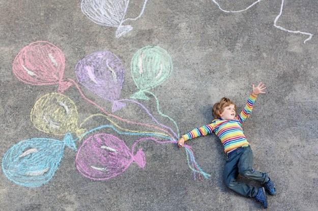 Вместе порисовать на асфальте