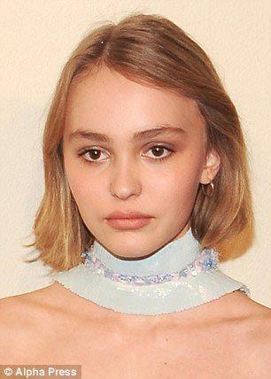 15-летняя Лили-Роуз Депп - дочь Джонни Деппа