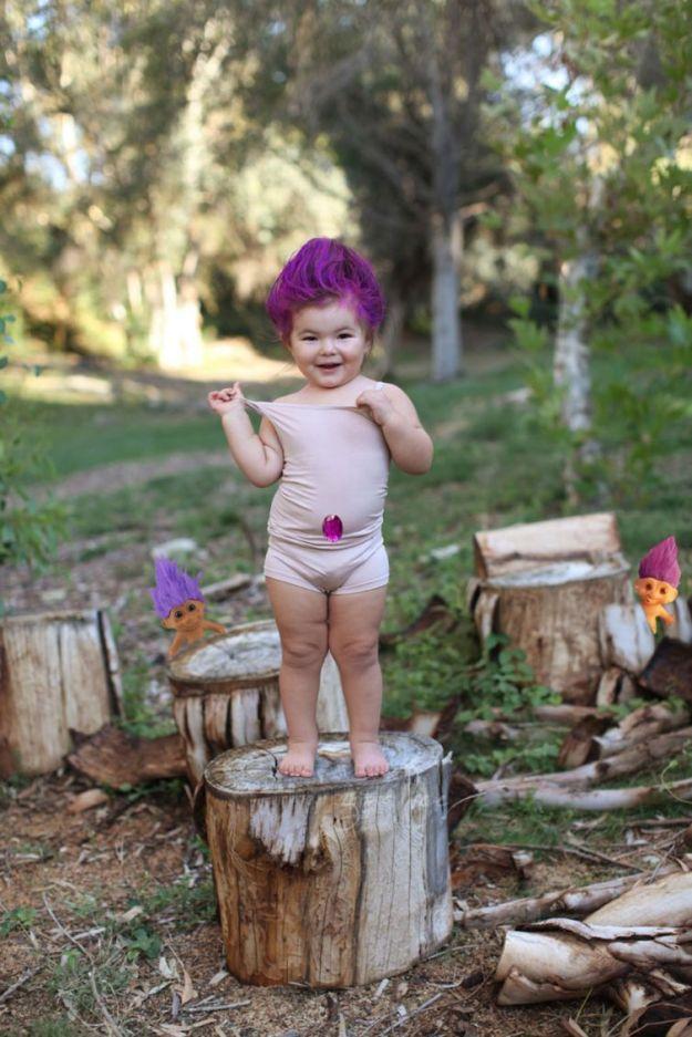 Маленький тролль с фиолетовыми волосами