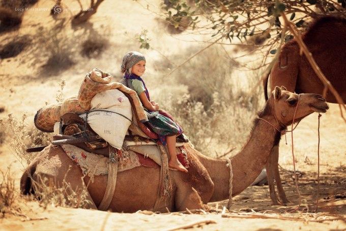 Мия на верблюде