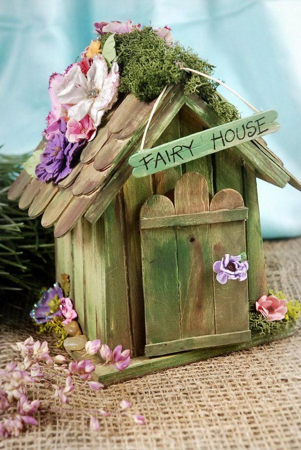 домик из деревянных палочек